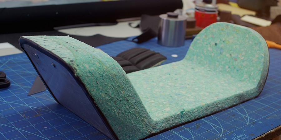 aufbau einer handgefertigten zweirad sitzbank weitgehend gar. Black Bedroom Furniture Sets. Home Design Ideas
